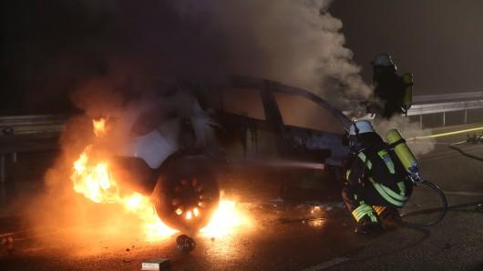 Ein Autofahrer ist am Sonntagmorgen nach einem schweren Unfall auf der B191 zwischen Eschede und Celle in seinem Auto verbrannt (Archivbild).