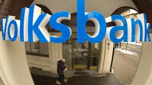 Im Vorraum der Volksbank in Ringelheim hat sich ein etwa 50-jähriger Exhibitionist einer 17-Jährigen gezeigt (Symbolbild).