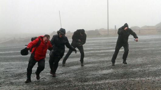 Heute erwarten wir orkanartige Böen - wer kann, sollte lieber Zuhause bleiben.