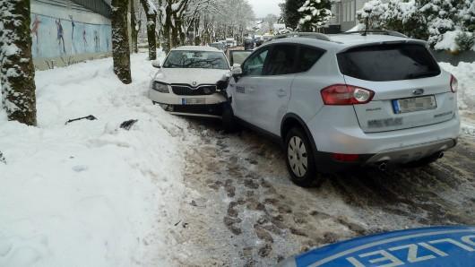 Hier kam fast alles zusammen: verletzte Vorfahrt, rutschige Straßen, zu hohes Tempo...