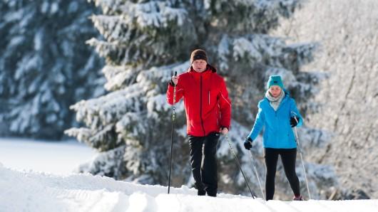 Zwar sind im Harz noch viele Loipen und Wege gesperrt, doch bei St. Andreasberg haben Skisportler freie Fahrt.