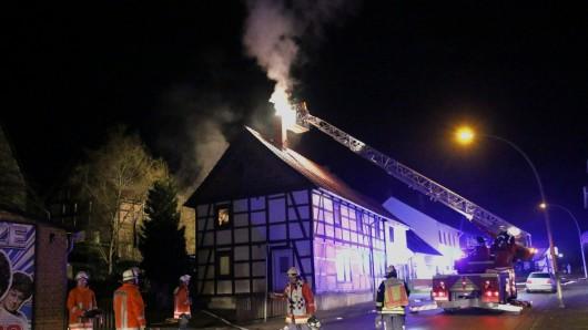 Die Feuerwehr Salzgitter war am Sonntagabend bei einem Schornsteinbrand in Gebhardshagen im Einsatz.