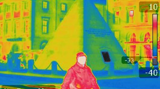 Wo geht Energie verloren? Das Bild einer Wärmebildkamera zeigt's. (Archivbild)