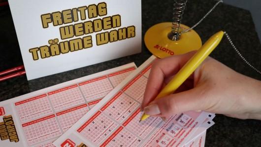 Für den Eurojackpot braucht Ihr fünf Richtig plus die zwei richtigen Eurozahlen (Symbolbild).
