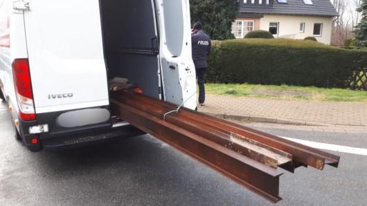 Diesen Stahltransporter aus Braunschweig haben Beamte der Polizeiinspektion Goslar aus dem Verkehr gezogen