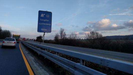 Auf der A39 wird es ab Freitag eng: Für gut einen Monat ist die Straße nur noch einspurig befahrbar (Archivbild).