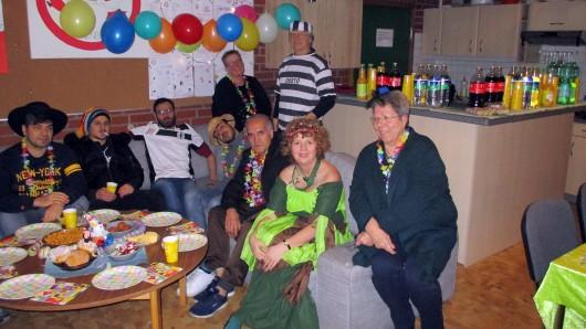 Lustiger Abend: In dem Kulturcafé wurde Geflüchteten die Karnevalstradition erklärt.