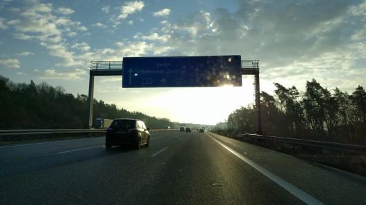 Auf der A2 hat es am Morgen mindestens einen Unfall gegeben. (Archivbild)