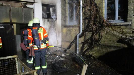 An der Außenwand einer Tischlerei auf dem Gelände des Stöckheimer Weghauses haben Unbekannte den Brand gelegt.