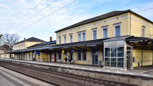 In einem in den Bahnhof Lehrte eingefahrenen S-Bahn-Zug nach Hannover hat sich der Angriff auf den 16-Jährigen ereignet.
