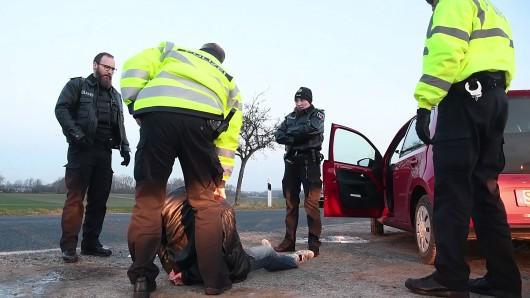 Die Polizei in Braunlage musste am Sonntagmorgen einen 30- und einen 21-jährigen Mann bändigen (Symbolfoto).