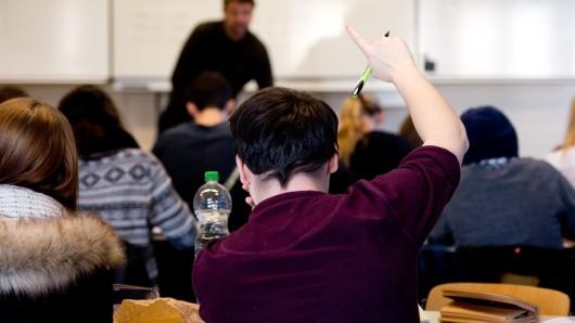 Der Lehrer hatte die Schüler aufgefordert, den Hitlergruß zu zeigen. (Symbolbild)