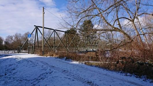 Die Okerbrücke Grund ist für Fußgänger mit Gehbehinderung nur schwer passierbar - der Zugang soll deswegen flacher gebaut werden.