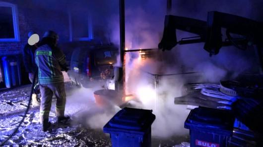 Die Flammen waren schon dabei, auf das Carport überzugreifen.