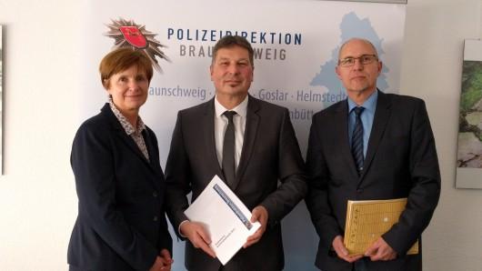 Andrea Haase, Pressesprecherin der Polizeidirektion, Michael Pientka, Polizeipräsident der Braunschweiger Direktion und Mathias Müller, Leiter der regionalen Analysestelle, haben am Freitag, die Kriminalstatistik vorgestellt.
