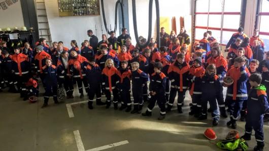 Für 57 Jugendliche gab es die Auszeichnung der Jugendflamme eins und 29 die Auszeichnung der Jugendflamme zwei.