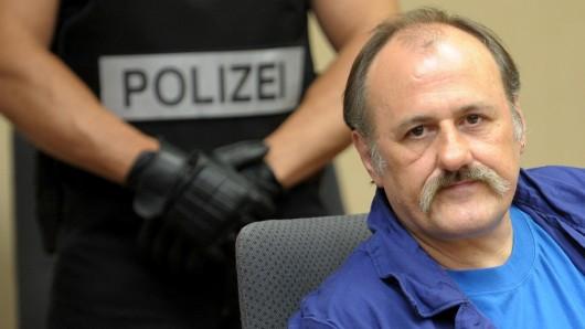 Der Gladbecker Geiselgangster Hans-Jürgen Rösner sitzt am 11. August 2009 im Amtsgericht in Bochum. Rösner gilt als einer der bekanntesten Schwerverbrecher Deutschlands (Archivbild).