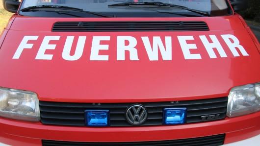 Ein Rentner in Hildesheim hatte großes Glück: Er wurde im Auto Bewusstlos, konnte aber von der Feuerwehr wiederbelebt werden.