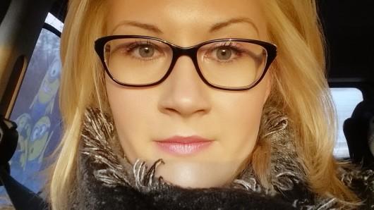Isabelle Krüger ist 24 Jahre alt und lebt mit ihrem Partner und ihrer dreijährigen Tochter in Wolfsburg.