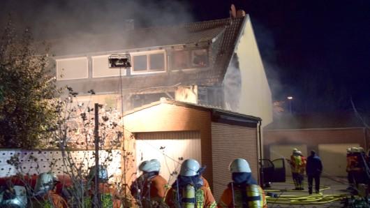 Das ist nochmal gut ausgegangen: Elf Personen konnte die Feuerwehr aus dem brennenden Reihenhaus retten.