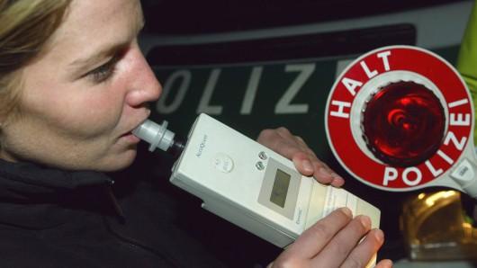 Eine Wolfsburgerin muss jetzt tief in die Tasche greifen, weil sie trotz Alkohol gefahren ist. (Symbolbild)