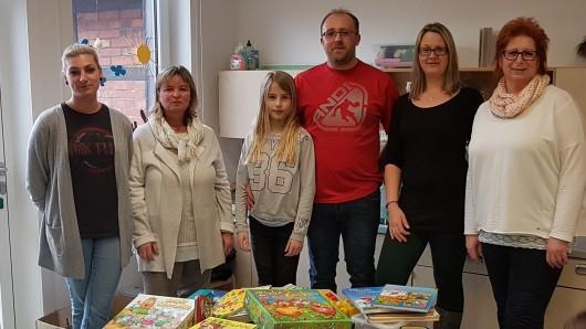 Von Links: Alicia, Dagmar, Kiana, Marius, Nadine und Heike freuen sich über glückliche Kinder.