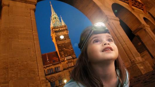 An vier Terminen in den Osterferien können die Kinder mit ihren Taschenlampen Braunschweig bei Nacht erkunden.