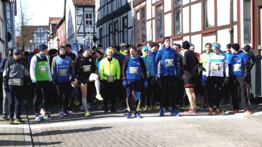 In Vorsfelde haben sich die Läufer vom kalten Wetter nicht abhalten lassen.