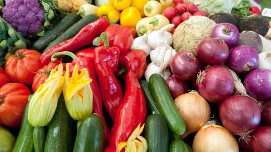 In der Gemüseabteilung hatte die Seniorin für kurze Zeit ihren Einkaufswagen nicht im Blick (Symbolbild).