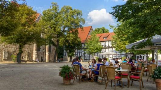 Unter freiem Himmel schlemmen: Über 10.000 Stühle auf rund 5.000 Quadratmetern können die Gäste in der Löwenstadt Platz nehmen.