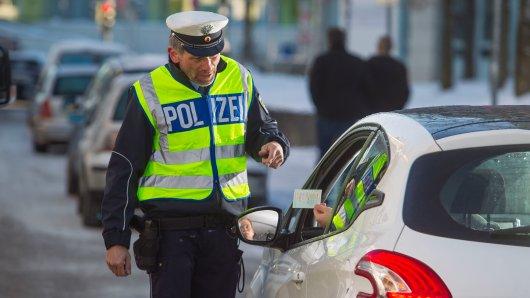 Ein junger Mann aus Schöningen ist in eine Polizeikontrolle geraten... (Symbolbild)