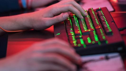 Zwei 17-Jährige sind in einer Wolfenbütteler Wohngruppe wegen der Nutzung eines Computers aneinandergeraten (Archivbild).