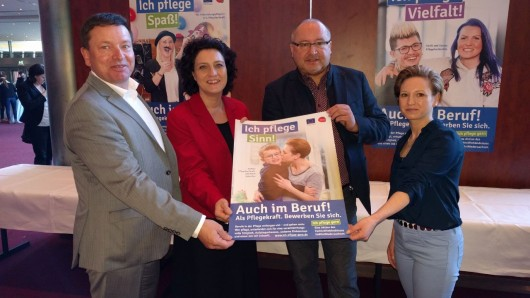 Oliver Syring, Carola Reimann, Ralf Harmel und Nadine Steffen setzen sich für das Image des Pflegeberufs ein.