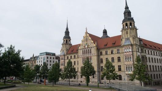Vor dem Landgericht Halle muss sich die Mutter zweier getöteter Kinder aus dem Landkreis Mansfeld-Südharz verantworten.