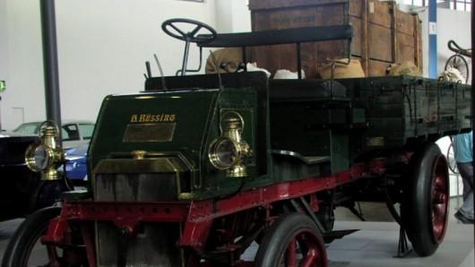 Der Nachbau des ersten Büssing-Lkw aus dem Jahr 1903 wird Star der Ausstellung zum Büssing-Jubiläum in Salzgitter-Salder.