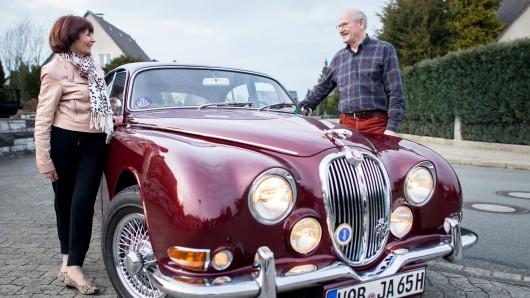 Horst und Hermine Beilharz aus Wolfsburg sind mit ihrem Oldtimer bereits bis nach Großbritannien gereist (Archivbild).