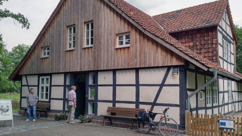 haus entenfang in riddagshausen sonderschau ber wildbienen. Black Bedroom Furniture Sets. Home Design Ideas