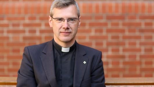 Pater Heiner Wilmer kommt direkt aus Rom und wird neuer Bischof im Bistum Hildesheim.