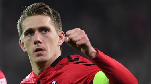Nils Petersen hat die gelbe Karte nicht gesehen - er darf nun doch gegen den VfL Wolfsburg antreten (Archivbild).