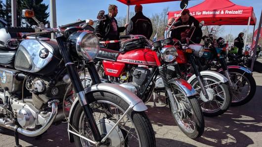 Beim Motorrad-Oldtimer-Treffen am Braunschweiger Hafen kamen die Biker ganz schön ins Schwitzen.