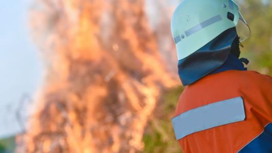 Ein vermeintlicher Waldbrand entpuppte sich am frühen Abend doch nur als unsachgemäß entfachtes Lagerfeuer (Symbolbild).