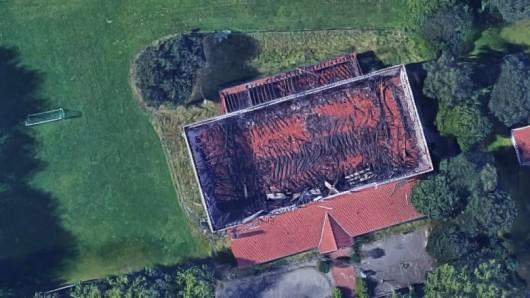 Die Sporthalle in Lehndorf war im März 2015 komplett abgebrannt. Die neue Sporthalle wird erst im Frühjahr 2019 stehen. Grund sind Verzögerungen im Abriss der Brandruine.