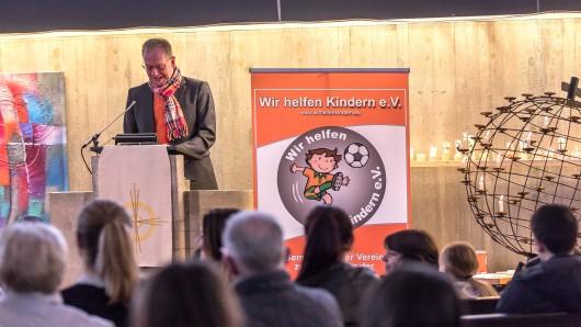 Volles Haus: Volker Machura hat heute in der Lebenstedter Kirche eine Predigt gehalten und damit die erste Aufgabe mit Bravour bestanden.