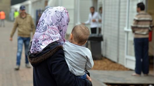Wer für Flüchtlinge gebürgt hat, darf nach dem ersten Urteil des Verwaltungsgerichts Hannover nicht zur Kasse gebeten werden, sobald der Geflüchtete als Flüchtling anerkannt wurde. (Symbolbild)