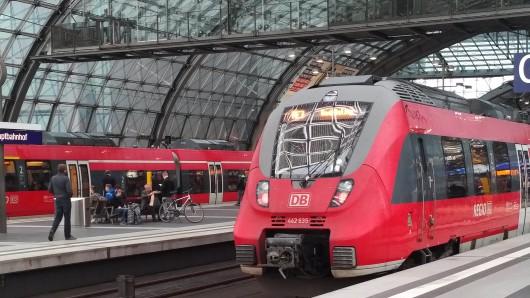 Im Hauptbahnhof in Berlin halten seit 10 Uhr keine Züge mehr.