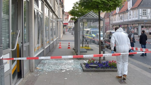 Im April 2018 flogen zwei Geldautomaten in der Commerzbank-Filiale in Wolfenbüttel in die Luft. Jetzt wurden zwei Tatverdächtige geschnappt - in Holland.