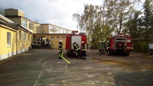 An der Schunterschule in Flechtorf haben sich die Einsatzkräfte geärgert: Der nächstgelegene Hydrant wurde zugeparkt.