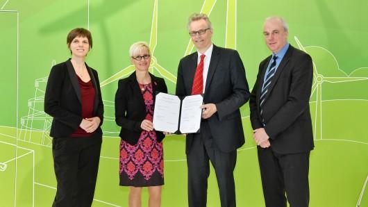 Das DLR und die TU machen bei der Batterieforschung in Zukunft gemeinsame Sache, das wurde nun auf der Hannover Messe besiegelt.