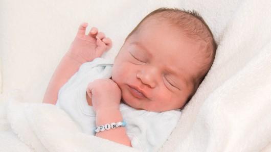 Maximilian Leon Mnich wurde am 19. April 2018 um 7.02 Uhr in der Frauenklinik am Standort Celler Straße geboren. Er ist 51 cm lang und wiegt 3020 Gramm. Seine Eltern sind Liliana und Joachim Mnich.