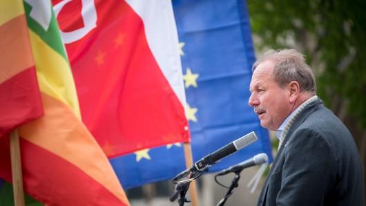 Frank Bsirske, Vorsitzender der Dienstleistungsgewerkschaft Verdi, spricht als Gastredner während der Kundgebung zum 1. Mai.